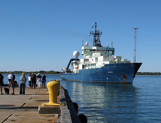 Atlantis approaches Iselin Dock
