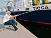 Ian Hanley prepares R/V Tioga for arrival at dock