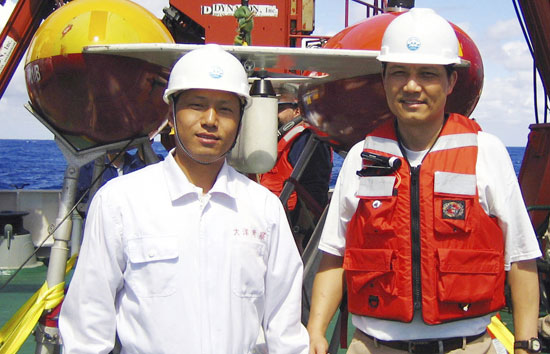 Jian Lin, leader of the WHOI team (right), and Mr. Songgang Zhen, captain of R/V Dayang 1, stand before the WHOI ABE vehicle.