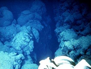 Submarine pillow flows