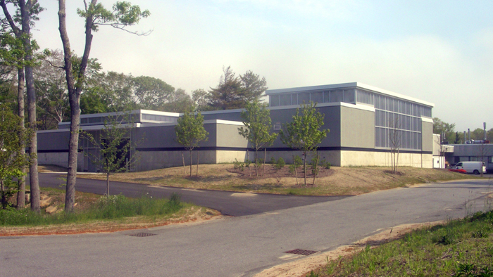 During the construction of the Long Core system, a 10,000 square foot wing was added to the existing Mclean Laboratory. Funds for the addition were provided by the Woods Hole Oceanographic Institution. The ?west wing? was ready for occupancy in the Spring of 2006.