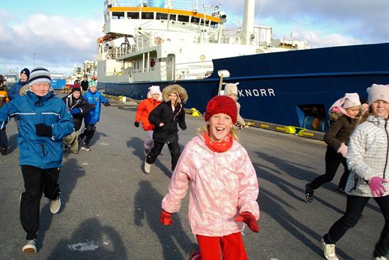 irminger sea cruise, children send off the ship