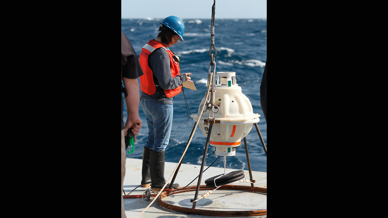 WHOI physical oceanographer Magdalena Andres