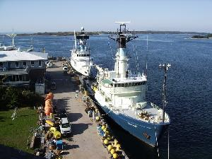 R/V Oceanus and R/V Endeavor at WHOI