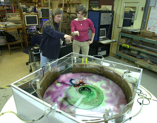 Claudia Cenedese and Rachel Bueno de Mesquita in the WHOI Geophysics Fluids Dynamics Lab.