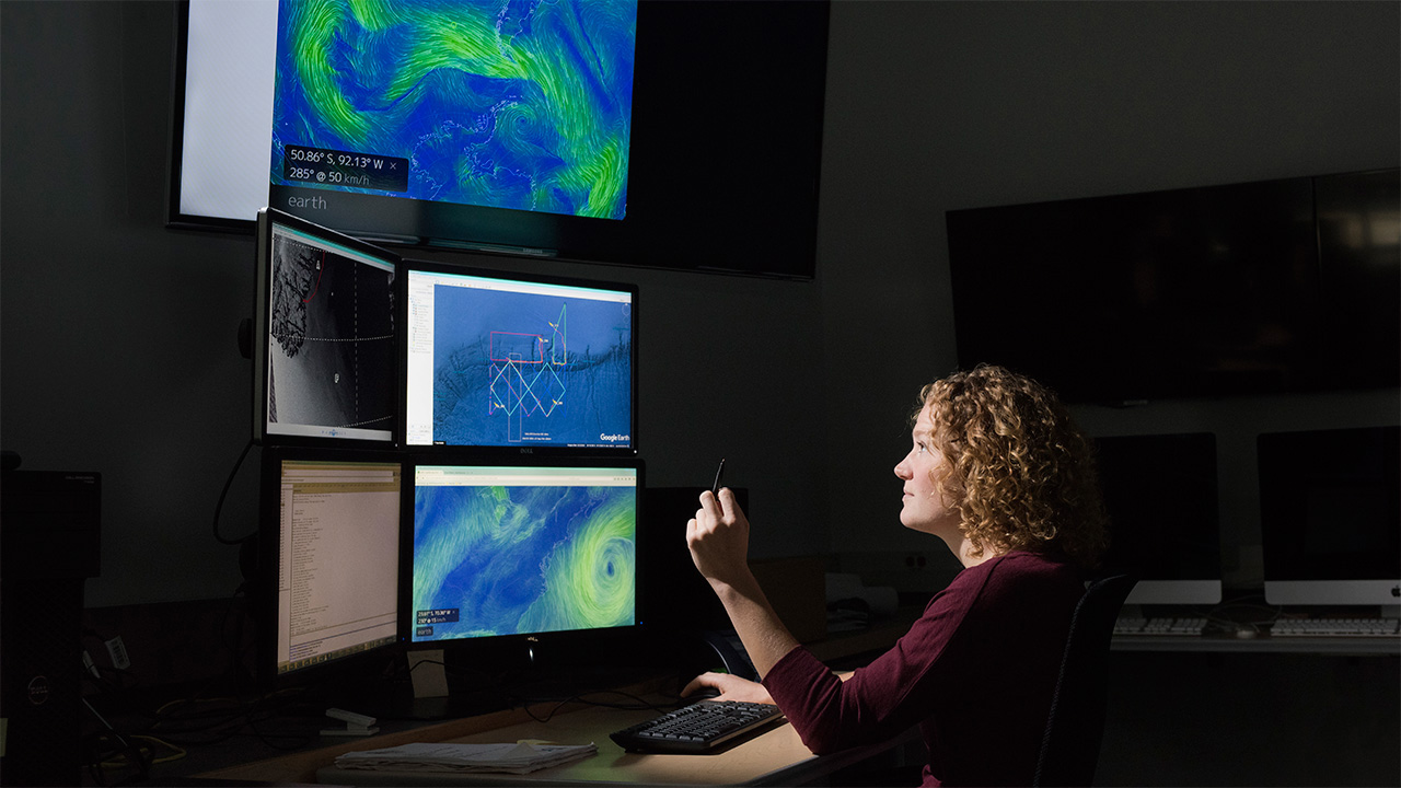 Diana Wickman in LOSOS operations room.