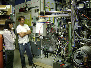 Phoebe Lam and MIT/WHOI Joint Program student Daniel Ohnemus working on beamline X15B