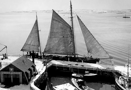 R/V Caryn at WHOI dock.