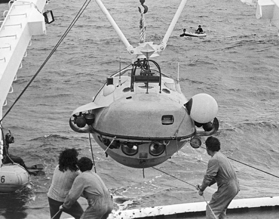 Alvin and the French submersibles Cyana, shown here.