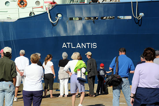 Crowd watches Atlantis