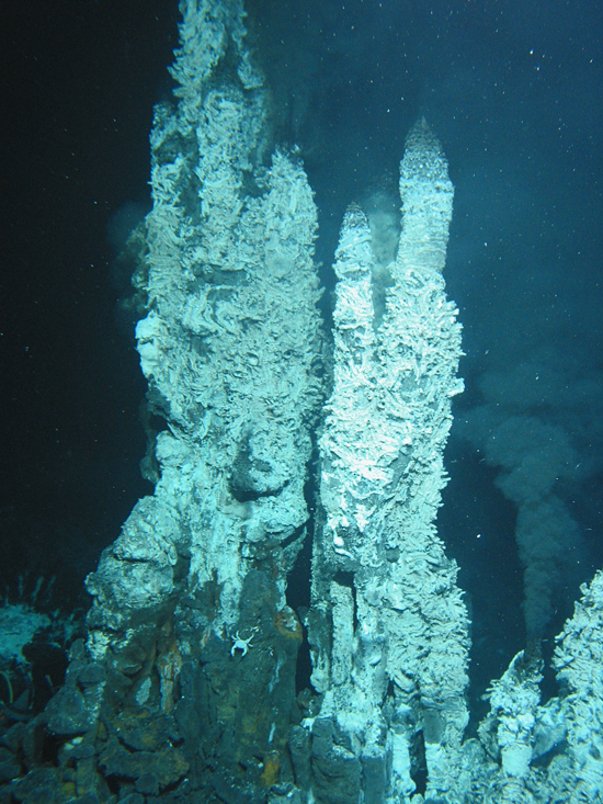 Precious metals from deep-sea vents