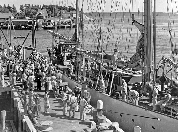 Atlantis departs