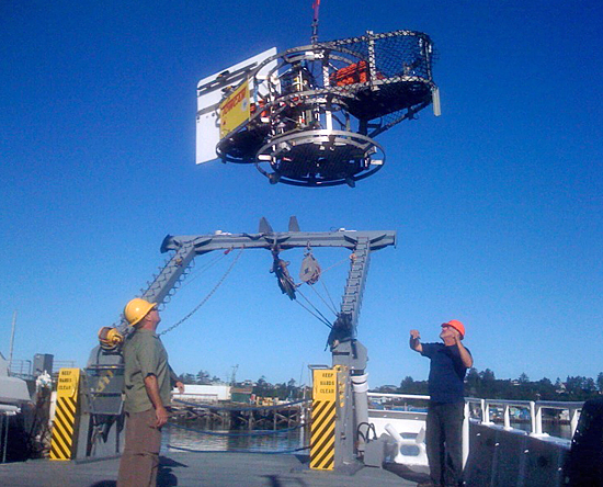 Towcame being loaded onto R/V Wecoma