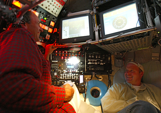 Alvin pilot Phil Forte and biologist Tim Shank diving in Alvin.