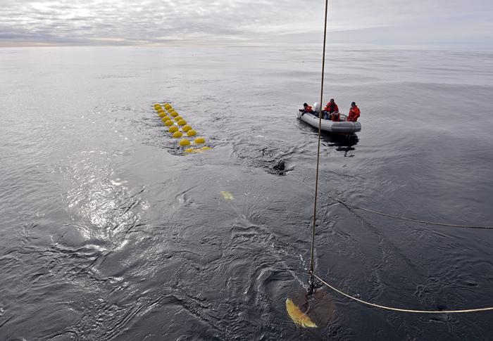 Mooring deployment in Denmark Strait