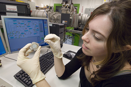Joint Program student Alison Shaw preparing Ion Probe samples.
