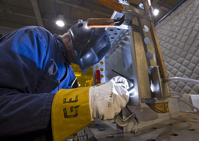 Geoff Ekblaw welds a seam on Alvin