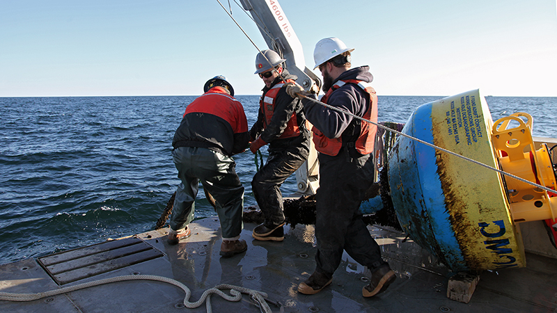Engineers and Tioga crew retrieve DMON mooring