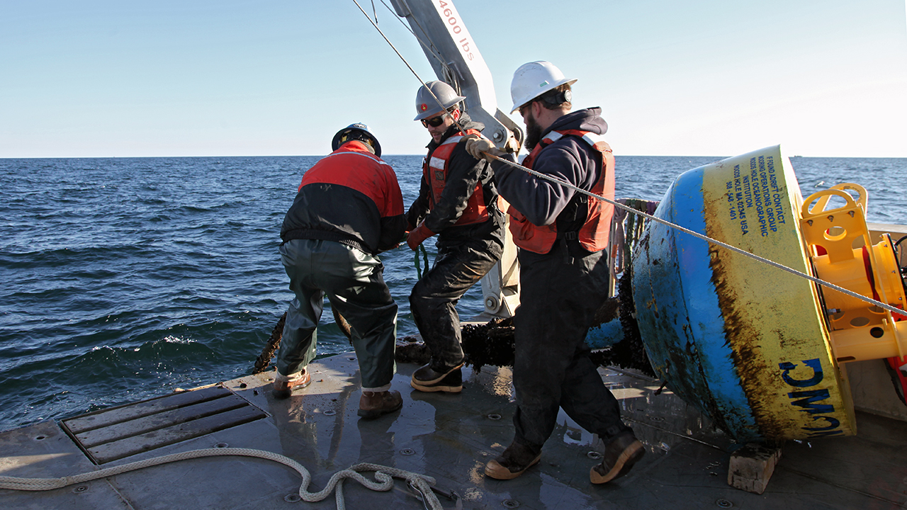Engineers and Tioga crew retrieve DMON mooring