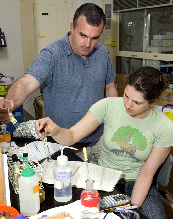 Student Ellen Murphy and Chris Reddy in Reddy's lab.