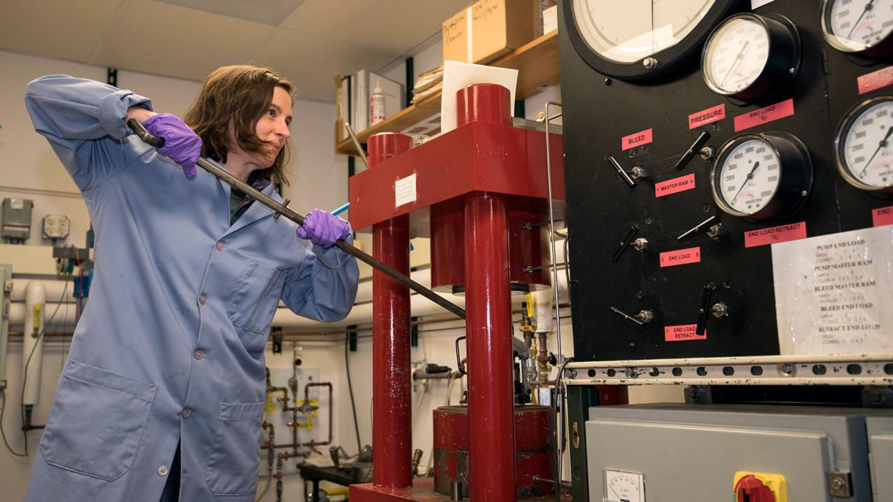 Emily Sarafian demonstrated pressurizing a piston-cylinder apparatus.