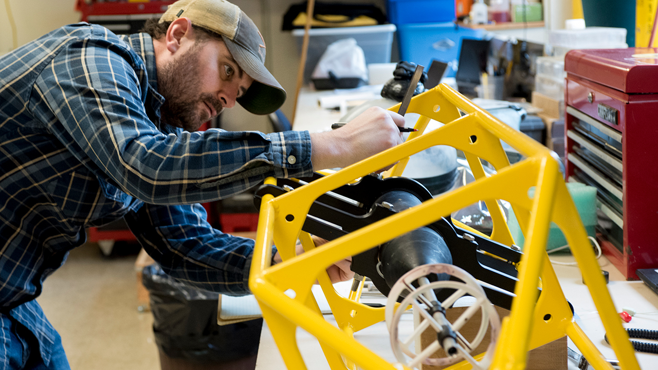 Brian Hogue assembles frame