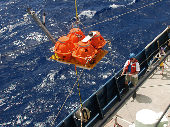 Engineering assistant Rob Handy handles a line during recovery of an ocean bottom seismometer (OBS) aboard R/V Atlantis in January 2009.