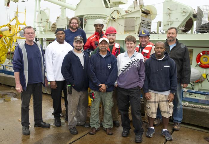 R/V Oceanus crew