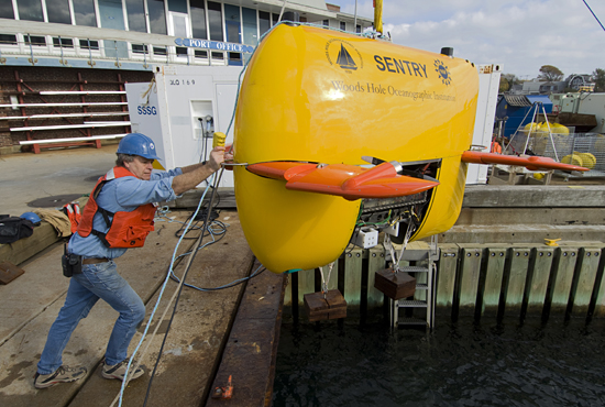 Rod Catanach testing Sentry down at the WHOI dock.