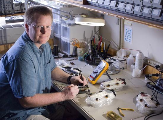 WHOI engineer Tom Hurst.