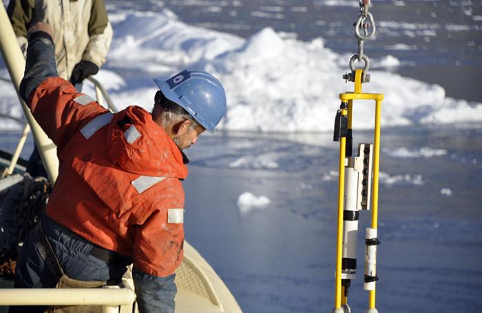 Mooring deployment in Greenland