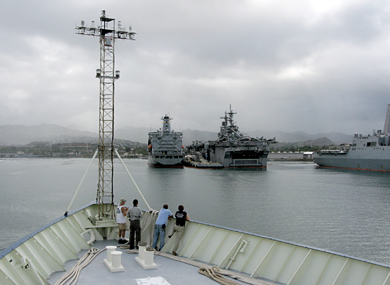 r/v knorr enters pearl harbor