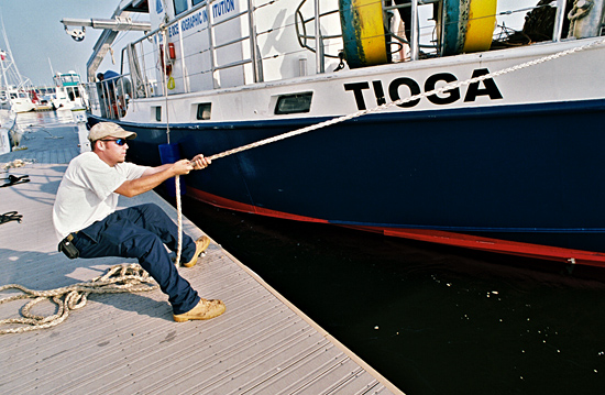Ian Hanley prepares R/V Tioga for arrival at dock