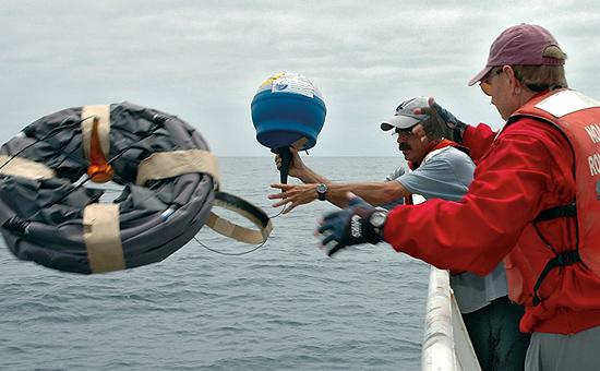 Paul Bouchard nad Eric Heltzel launch a drifter.
