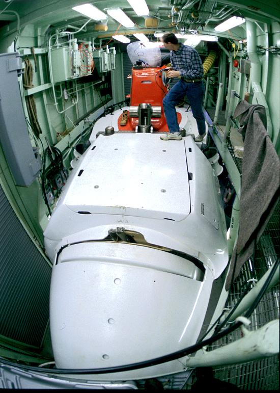 DSV Alvin in hangar