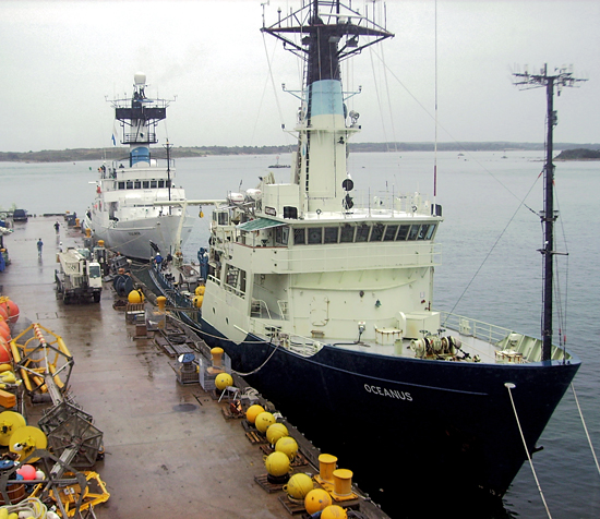 R/V Oceanus and R/V Endeavor together at Iselin Pier