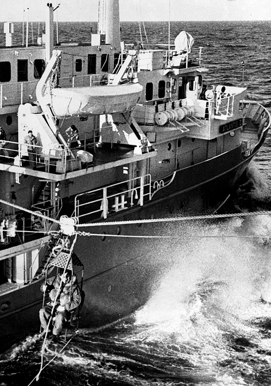 Fritz Hess transfers by highline from USS Hazelwood to Atlantis II during the Thresher search.