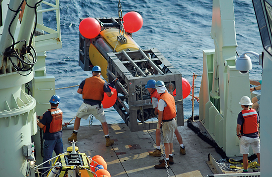 The WHOI mooring group deploys a University of Miami mooring from R/V Knorr.