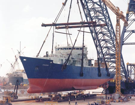 Knorr being placed in water