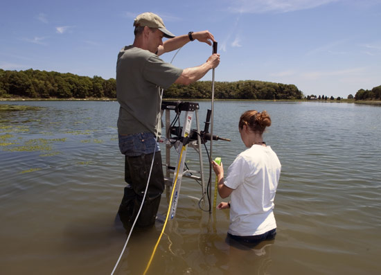 WHOI Postdoctoral Scholar Kevin Kroeger and Guest Student Kayla Halloran install a well in Eastham, Mass.