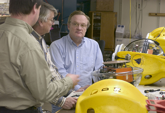 John Collins, Beecher Wooding, and Bob Detrick in the WHOI OBS lab.