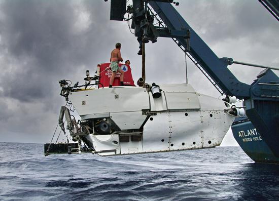 Alvin hanging off Atlantis A-frame