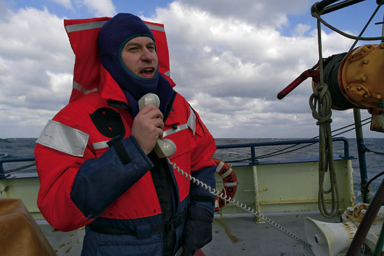 Chief Scientist Glen Gawarkiewicz relays information from the bridge to the fantail