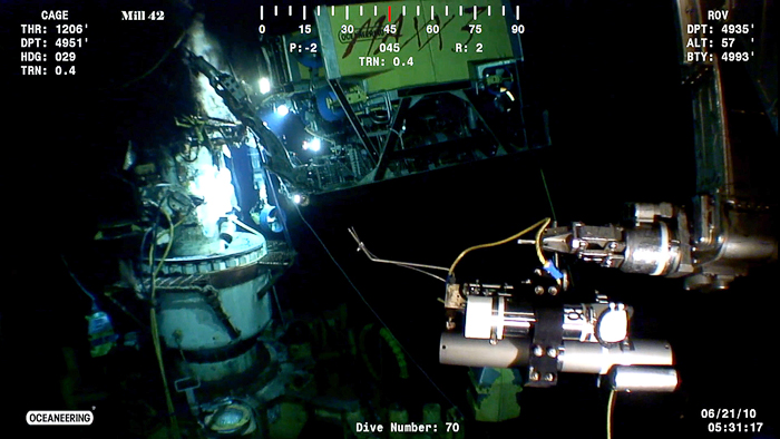 screen grab showing ROV moving IGT sampler toward jet of oil & gas