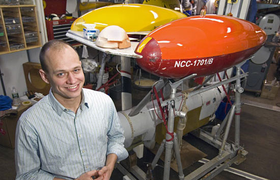 Mike Jakuba, a graduate student in the WHOI Applied Ocean Physics and Engineering Department, earned his Ph.D. degree in January 2007. His research involved creating sophisticated computer algorithms to program ABE, the Autonomous Benthic Explorer
