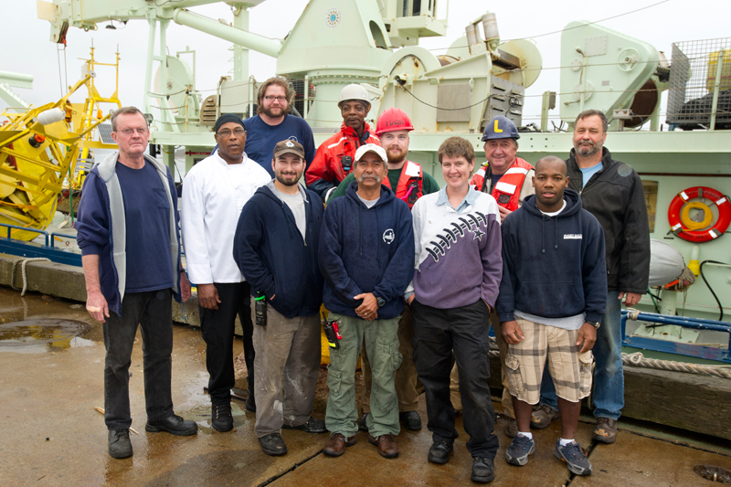 The crew of R/V Oceanus.