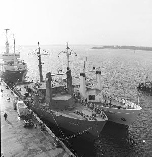 Oceanus and her sister ship Wecoma at the WHOI dock in 1975.