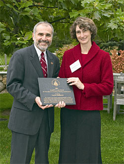 Bob Gagosian presents Lauren Mullineaux with the first Arnold B. Arons teaching award