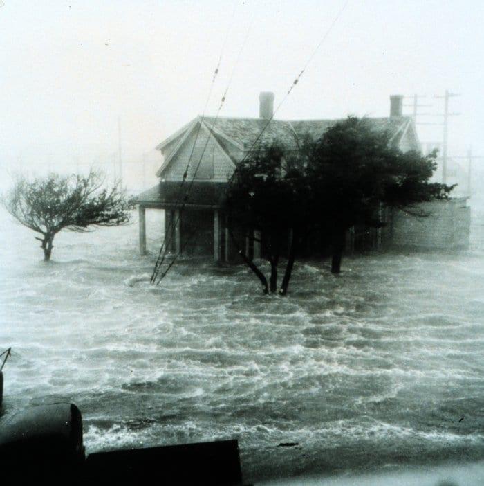storm_surge_113610.jpg