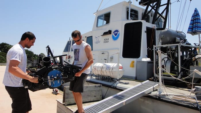lange2_700_3d_camera_load_on_NOAA_boat_166013.jpeg